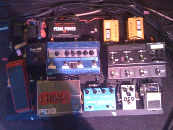 sara landeau pedal board pics of the last month johnny marr sonic youth wolfmother. Black Bedroom Furniture Sets. Home Design Ideas