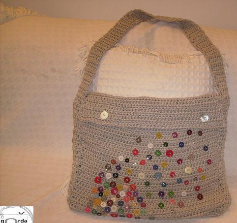 Bolsa de botões em crochê