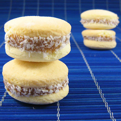 Picture of Food from Uruguay, Alfajores with Dulce de Leche