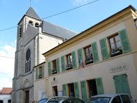 マフリエの教会と村役場