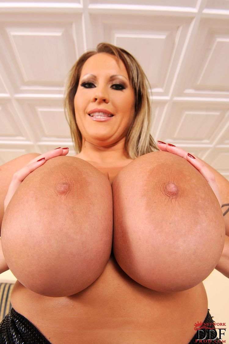 Bbw laura with huge boobs