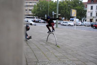 bewegung robotron skateboards