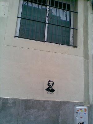 Poe en la pared