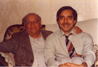 Khalid Hasan (right) with Faiz Ahmed Faiz, Birmingham, 1978
