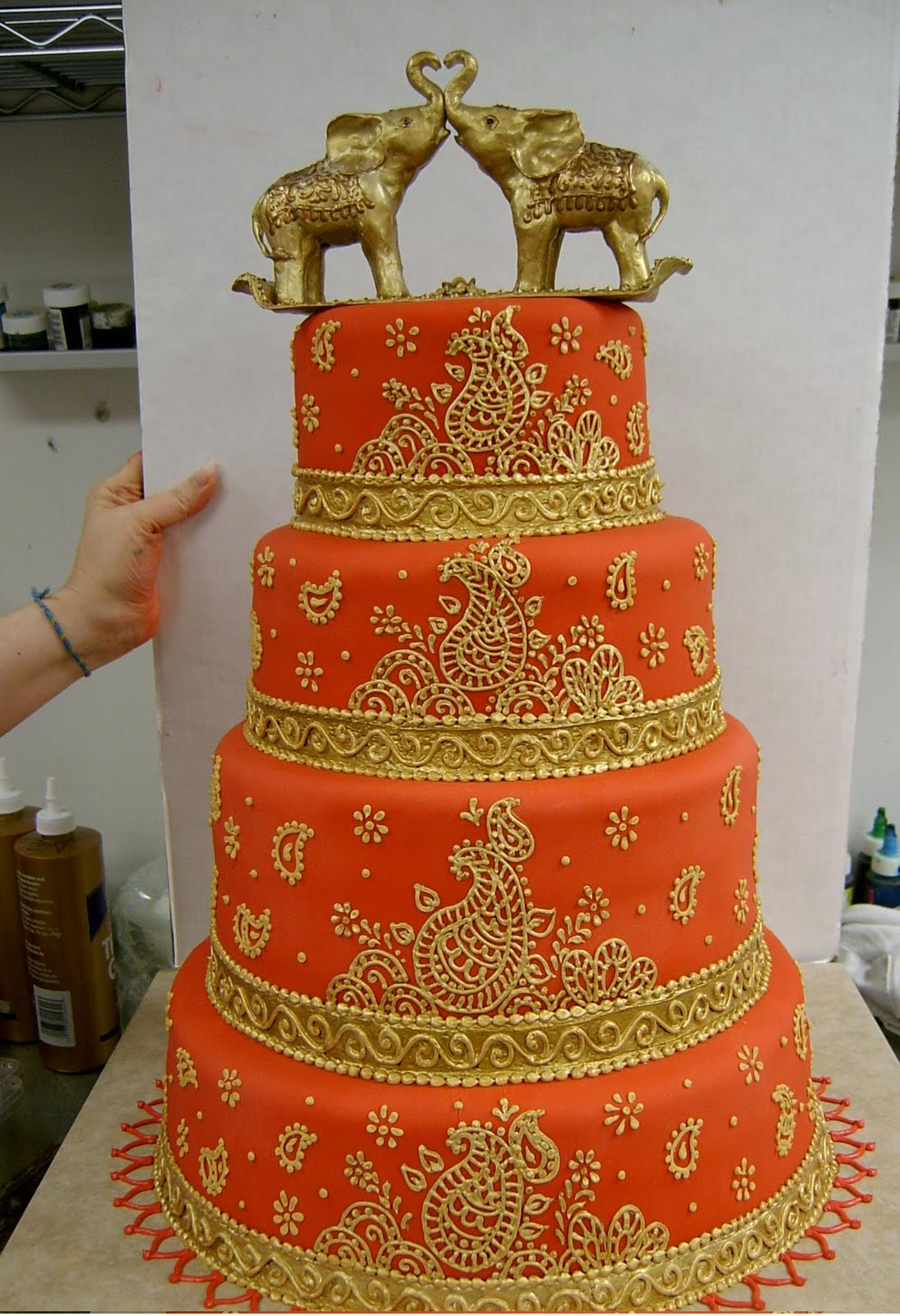 hindu wedding cake facts indian wedding cake decorated with mahndi and elephants 15238
