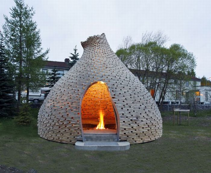 Outdoor fireplace: 09