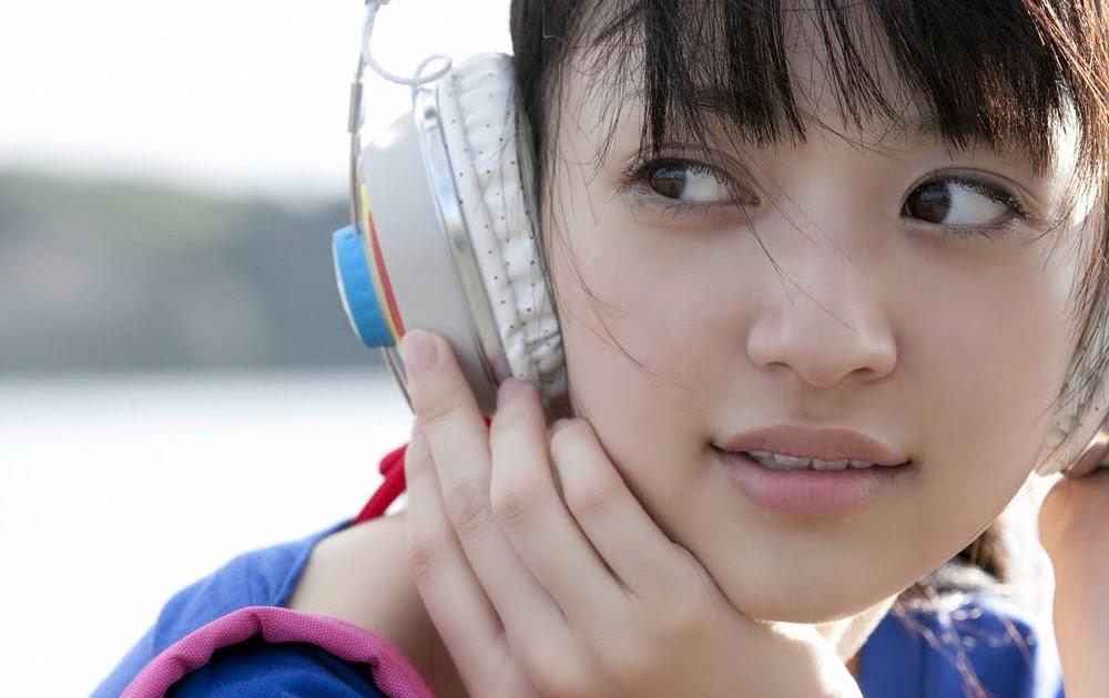 ayoe rame artis jepang aizawa rina memakai baju biru