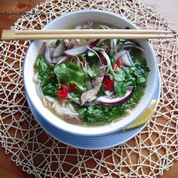 Phõ czyli wietnamska zupa z wołowiną i makaronem - pho - Czytaj więcej »