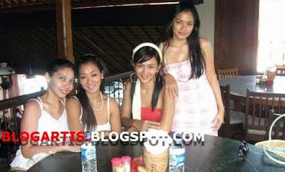 Foto Merry Putrian, Titi Kamal and friends