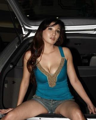 Baby Margaretha - car exhibition hot girl