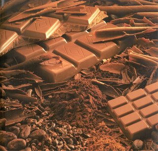 Шоколадные конфеты-ракушки из тёмного шоколада с шоколадно-кремовой начинкой.