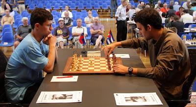 Alekseev contre Dominguez au festival international d'échecs de Bienne - photo site officiel