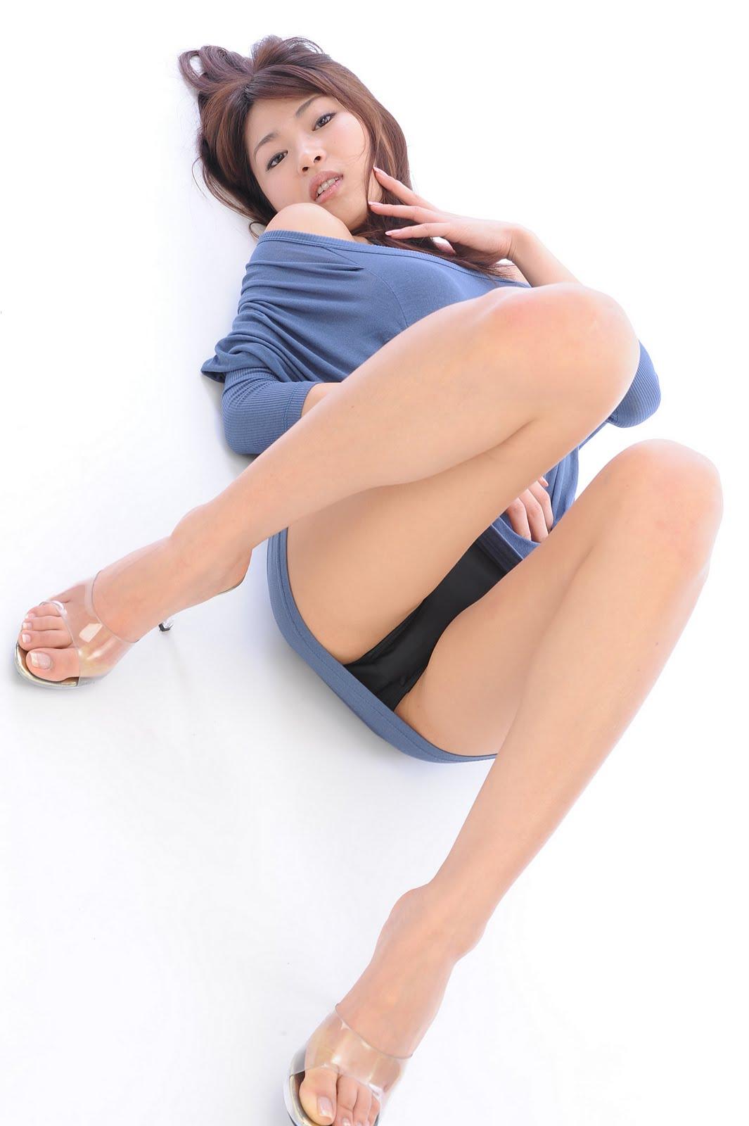 Hot asian slut sucks white cock and swallows 2