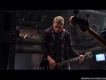 Gus cariño, vuelve a la bateria k es lo tuyo xk la guitarra como k no...