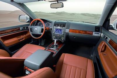 2007 VW Touareg (interior)