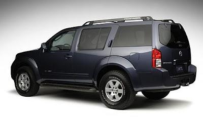 Nissan Pathfinder (back)