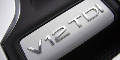 Audi Q7 V12 TDi (logo on the engine)