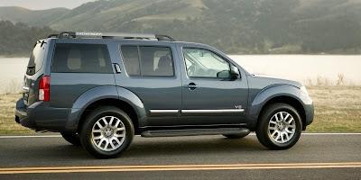 2008 Nissan Pathfinder (side)