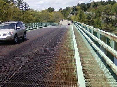 Steel grate singing sagamore bridge, Portsmouth, New Hampshire
