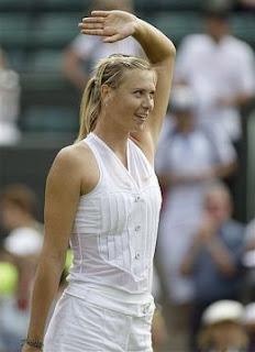 Maria Sharapova con su nueva vestimenta