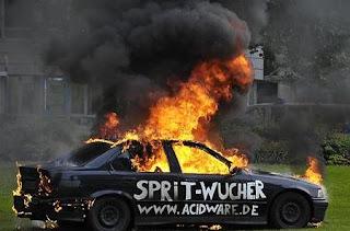 BMW quemado por protesta