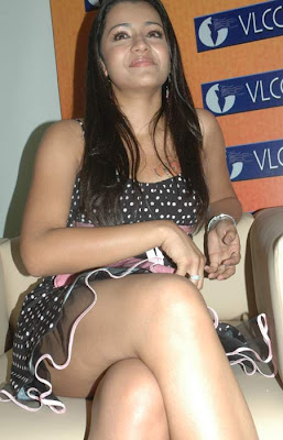 Tamil Actress Trisha sexy thigh show