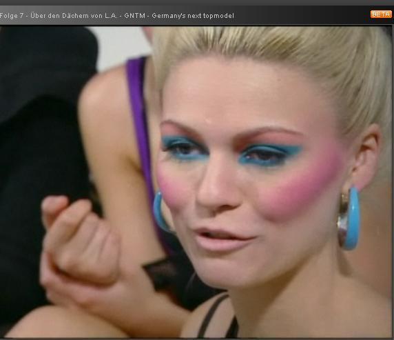 zu viel make up