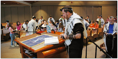 Rabbi Kerbel leads Minyan