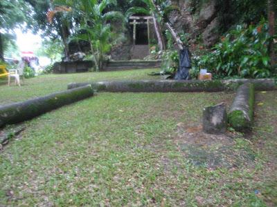 Hachinman Jinja broken torii