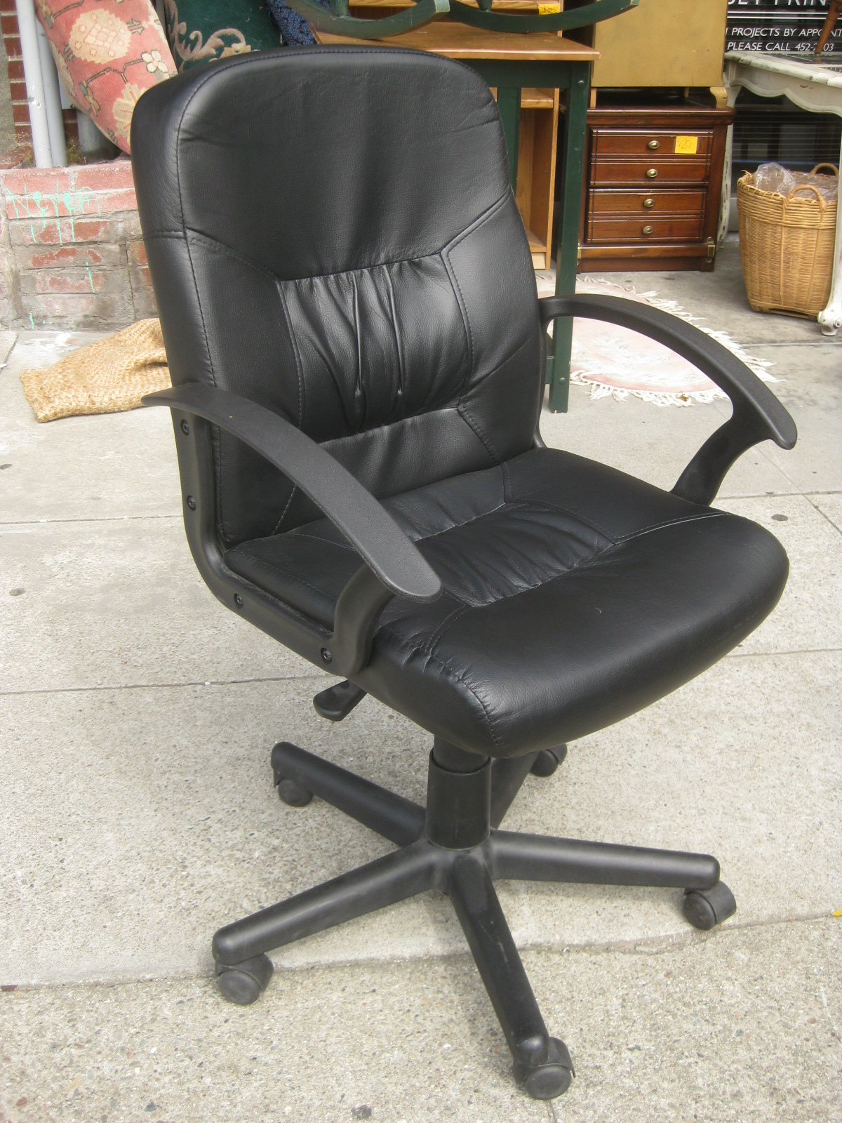 UHURU FURNITURE & COLLECTIBLES: SOLD - Comfy Office Chair ...
