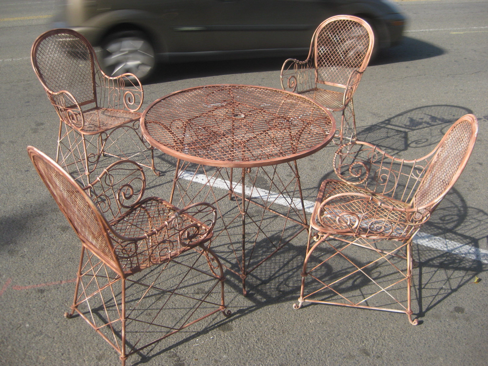 UHURU FURNITURE & COLLECTIBLES: SOLD - Vintage Patio Set ...