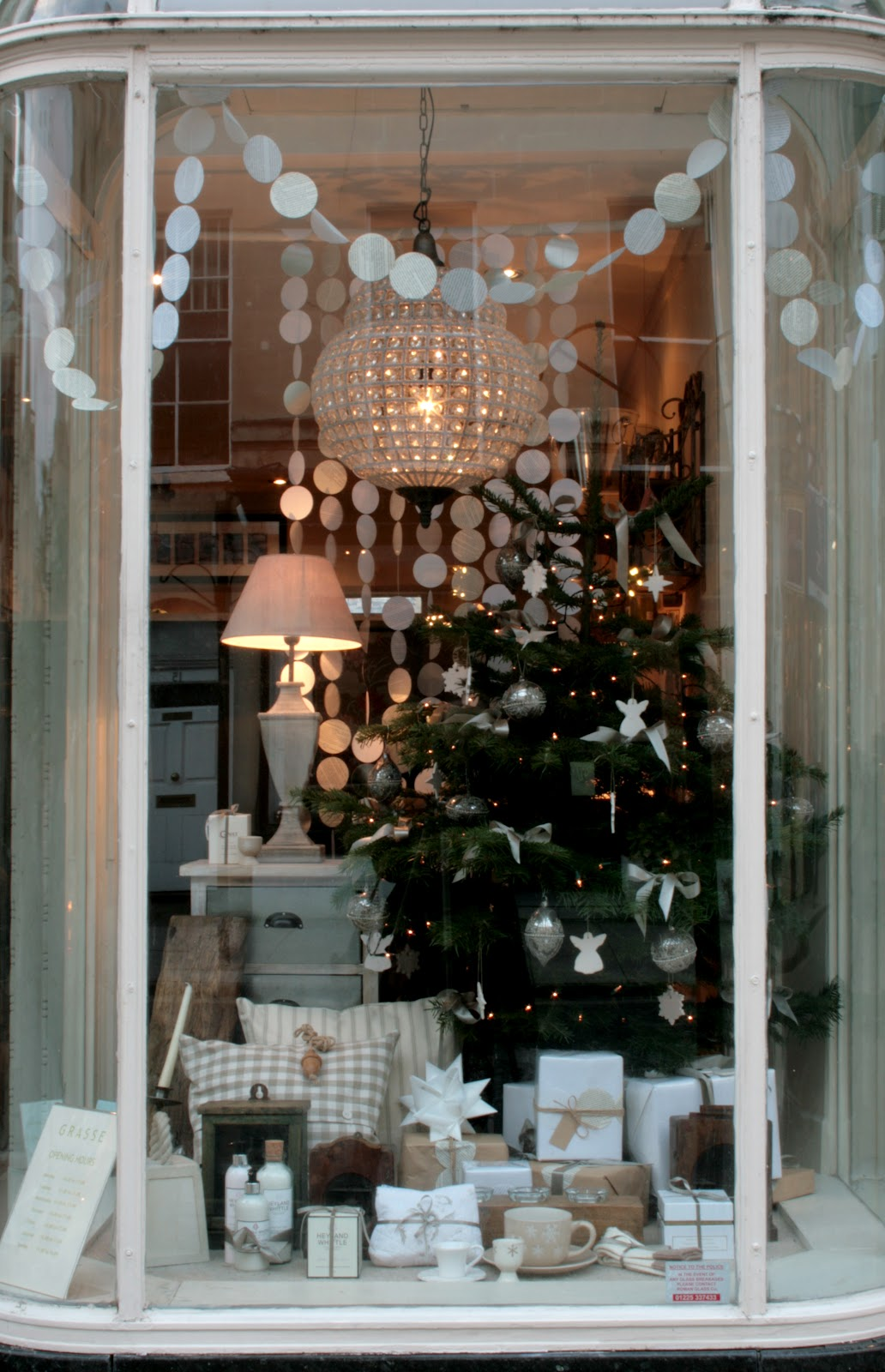 Hege Greenall-Scholtz: Grasse Christmas window