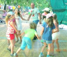 A. Jorge Orientando Danças de Índios para Crianças...