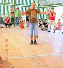 A. Jorge dando Orientações num workshop de DANÇAS SAGRADAS...