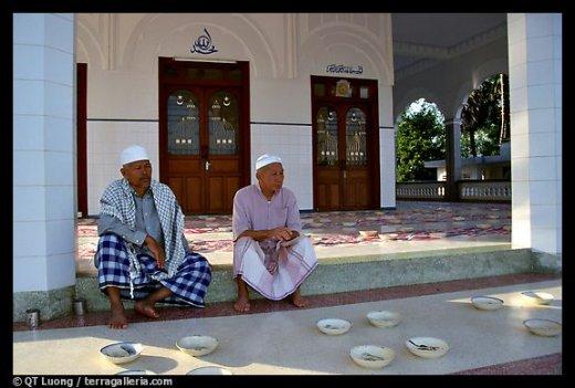 [Mosquee_chame_a_Chau_Doc-520x351.jpg]