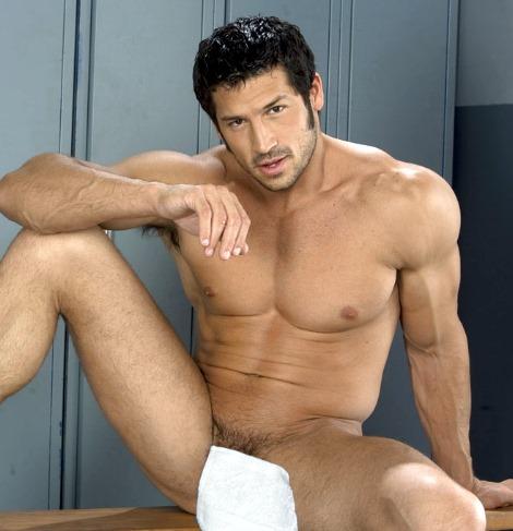 Leo Giamani covers gay Unzipped magazine