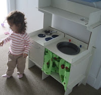 Image: FortyTwoRoads.com: Toy Cardboard Play Kitchen