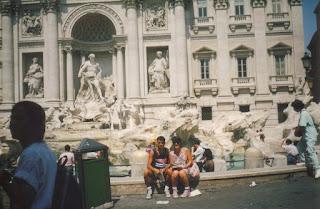 Eu e o primo na Fontana di Trevi (Fonte das Trevas em tuga)
