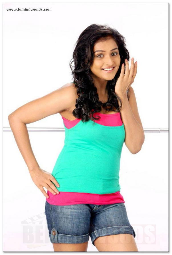 3f2d680ba72 Sexy Pics of Remya Nambeesan in Modern Dress