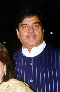 Shatrughan Sinha's son Luv Sinha ready for debut