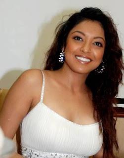 Tanushree Dutta's loss is now Rakhi Sawant's gain