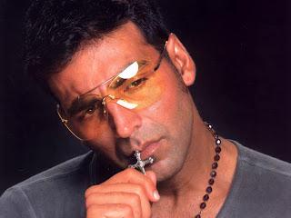 Akshay Kumar in Search of Three Beauties