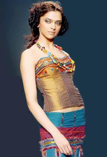 Deepika Padukone and Kareena Kapoor to do an item number for Billoo Barber