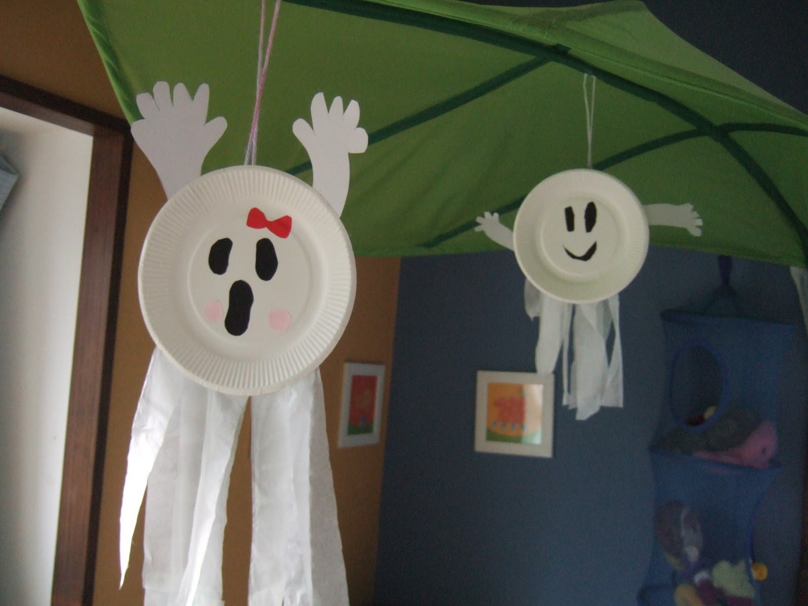 Fill your house with these easy-to-make crafts and decorations, perfect for Halloweeen. 50 Eerily Easy Halloween Craft Ideas. Pumpkin season is officially here. By Caroline Picard.