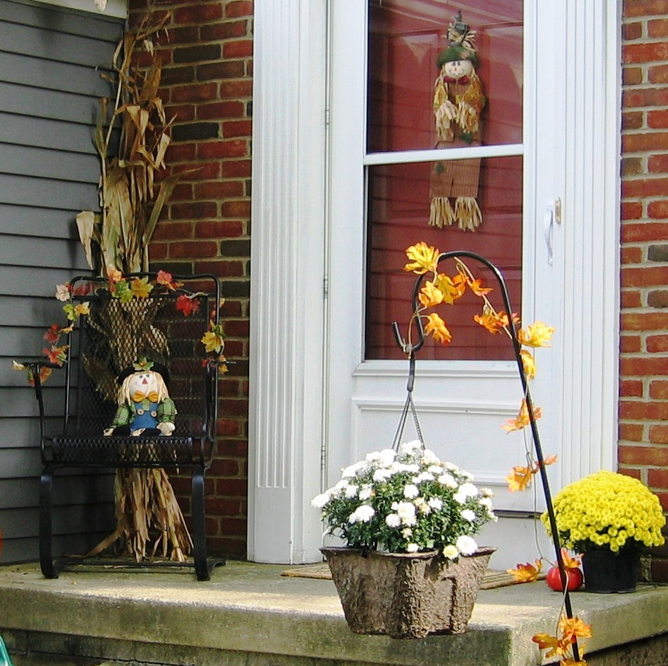 Handmade by annabelle decorating ideas for your front porch Small front porch decorating ideas for fall