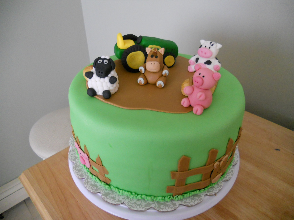 A Baker S Delight John Deer And Farm Animal Cake And Cupcakes