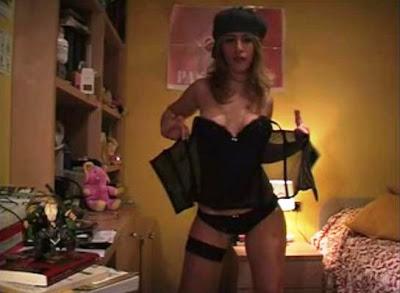Competencia Desleal Eva Se Desnuda Acariciando Al Gato