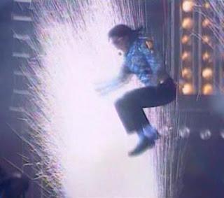 Los conciertos del Dangerous Tour impactaron a los asistentes y televidentes por su espectacularidad, en sintonía con la moda de los victoriosos.