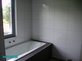 Nieuwbouw Sluitgatweg 9: Wandtegels badkamer ingevoegd