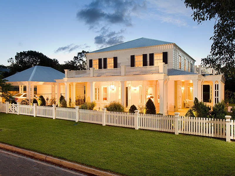 Oliveaux: New England Style home...